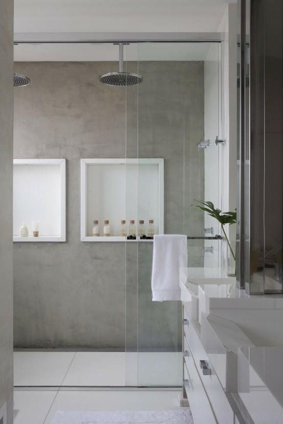 dwusosbowa kabina prysznicowa z przesuwnymi szklanymi drzwiami i dwiema deszczownicami