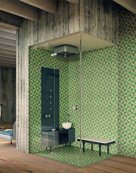 domowe spa w łazience z hydromasażem stanowiącej centrum mieszkania w kolorowej mozaice i z przeszkleniem