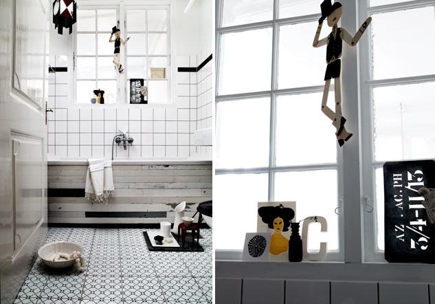 łazienka w stylu skandynawskim z wanną obudowaną w szaro czarnym drewnie