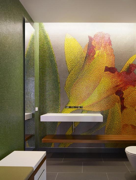 kolorowa mozaika łazienkowa tworzy dekorację w postaci kwiatów