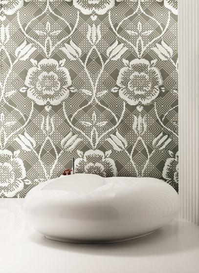 Mozaika łazienkowa biało beżowa z kwiatowym wzorem