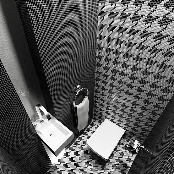 nowoczesna mozaika łazienkowa w stylu pepitki w odcieniach szarości