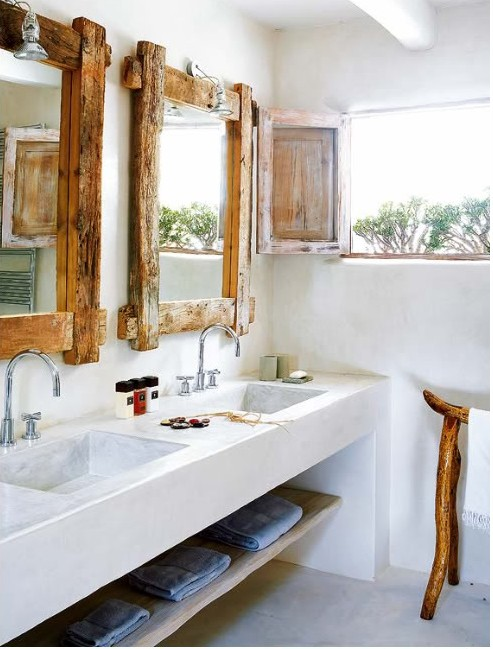 jasna łazienka rustykalna z drewnianymi dodatkami typowymi dla tego stylu.