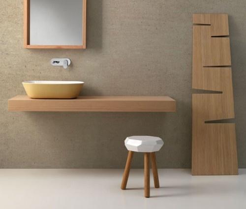 drewno w łazience - nowoczesne zastosowanie drewna w postaci oryginalnego pomocnika łazienkowego, blatu pod umywalkę czy oryginalnego taboretu