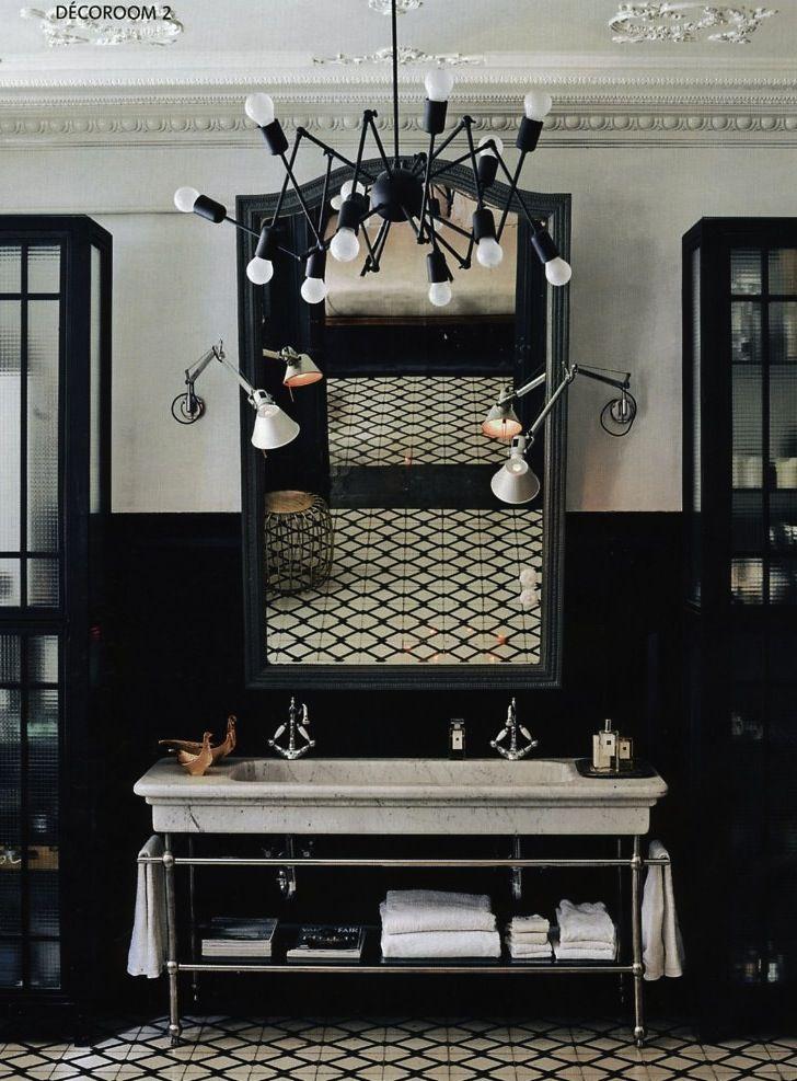 styl loftowy oświetlenia połączony z pałacowym  umywalki i sufitu