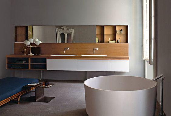 meble łazienkowe w zabudowie nad i pod umywalkami AGAPE w przestronnej łazience z białą, okrągłą wanną wolnostojącą