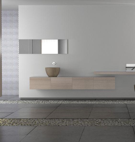 meble łazienkowe minimalistycznie zagospodarowanej łazienki pełnią funkcję szafek i blatu pod małą umywalkę