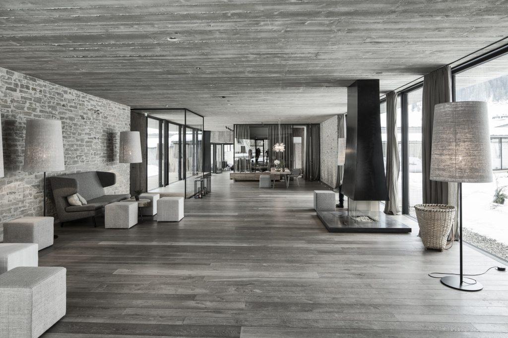 aranżacja łazienki i reszty pomieszczeń hotelu została zaprojektowana przez architekta - Gogl