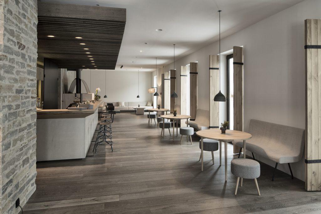 aranżacja baru w hotelu Wiesergut projektu Gogl