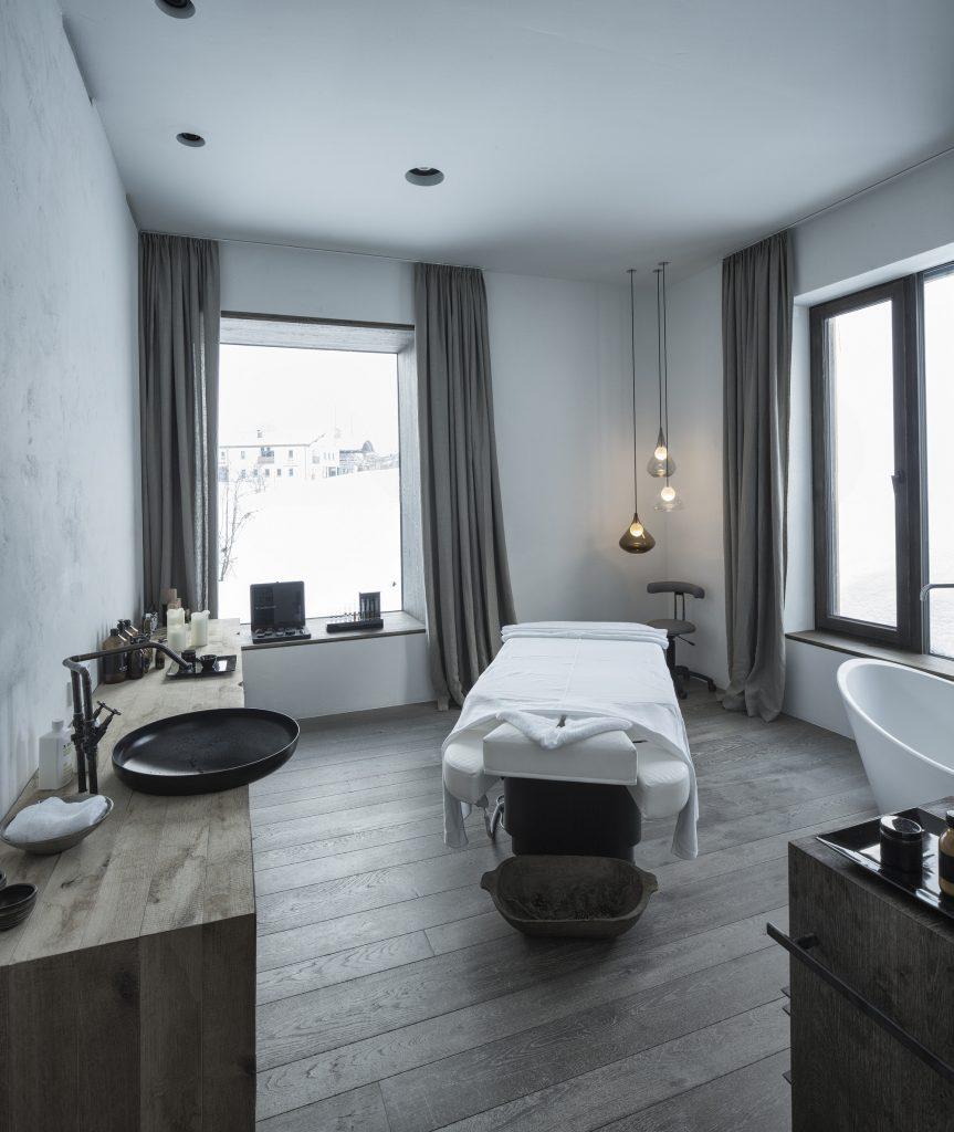 aranżacja łazienki uzupełniona o precyzyjnie dobrane detale