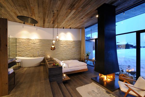 aranżacja łazienki poprzez połączenie pokoju gościnnego z częścią kąpielową powala na branie kąpieli z widokiem na zewnątrz