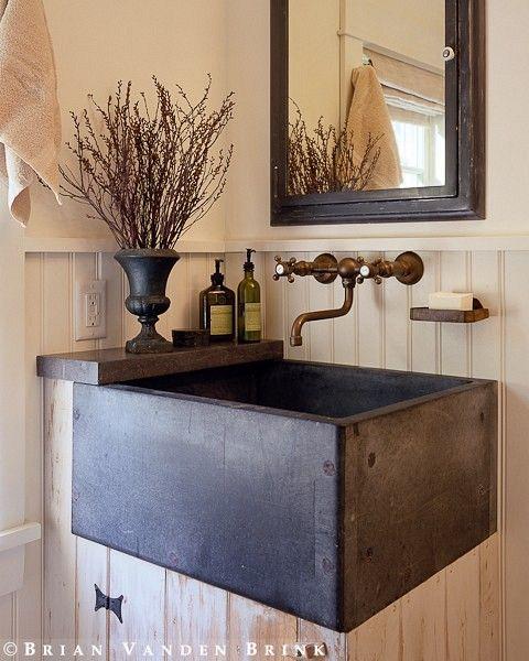 mosiężne baterie łaziennkowe naścienne w rustykalnym stylu