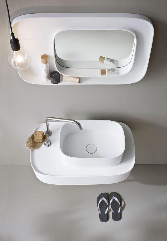 łazienka w stylu japońskim z minimalistyczna umywalką i lustrem w tym samym stylu