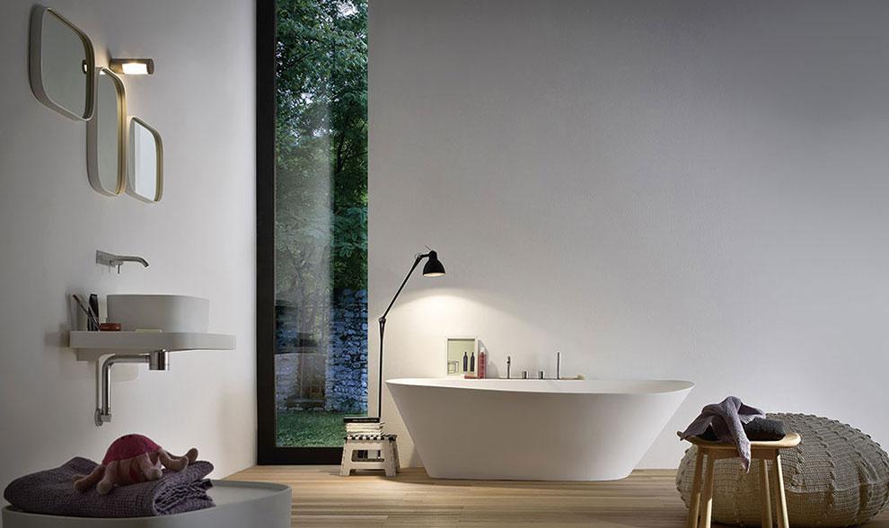 wanna wolnostojąca w łazience w stylu japońskim