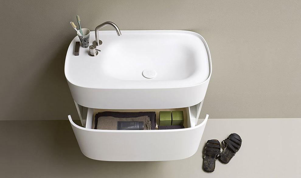 łazienka w stylu japońskim z białą umywalką z szufladą