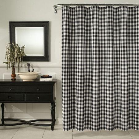 zasłona prysznicowa w czarno-białą kratę w eleganckiej łazience