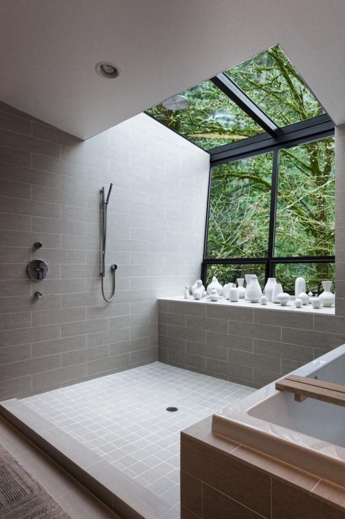 Aranżacja łazienki z przeszklonym dachem