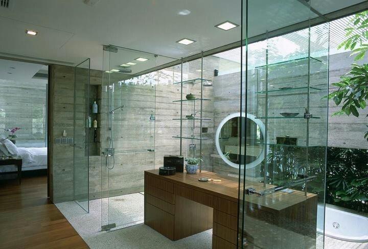 aranżacja łazienki w szkle. Przeszklony dach i ściany łazienki