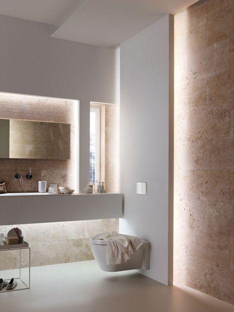 miska ustępowa w systemie podtynkowym w biało beżowej łazience
