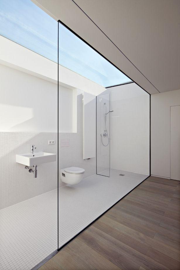 projekt łazienki - muszla ustępowa wisząca, schowany w ścianie system spłukujący