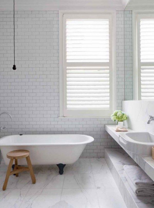 marmur, czarne i drewniane dodatki po raz kolejny tyle że w stylizowanej łazience, Armadale Residence Malbourne