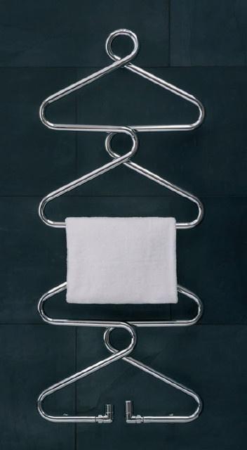 grzejniki łazienkowe w formie wieszaków na ubrania firmy Bisque.