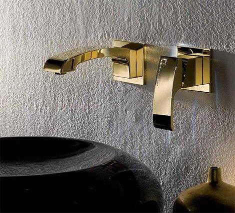 Podtynkowa bateria umywalkowa w towarzystwie umywalki z czarnego połyskującego kamienia.