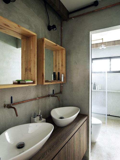 industrialna instalacja w łazience na umywalkami w połączeniu z nowoczesną ceramiką sanitarną (umywalki i miska wc)