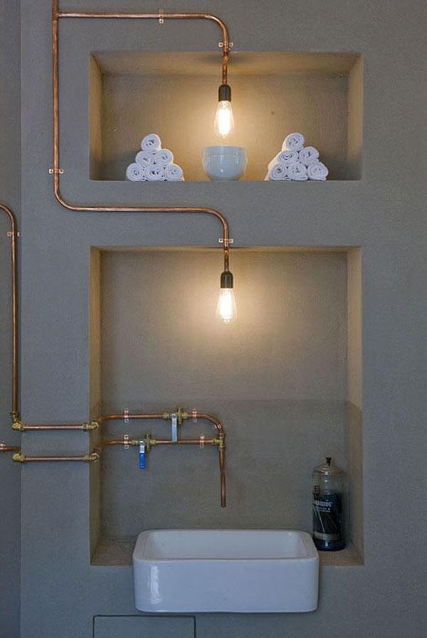 miedziana instalacja w łazience wykorzystana do poprowadzenia wody i kabli elektrycznych