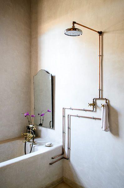 naścienna instalacja w łazience