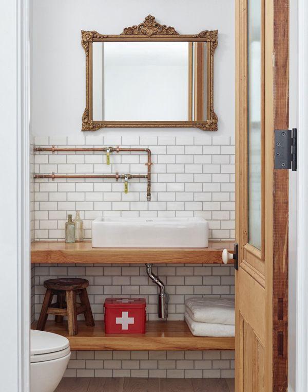 instalacja w łazience z miedzianych rurek zastosowane jako baterie umywalkowe