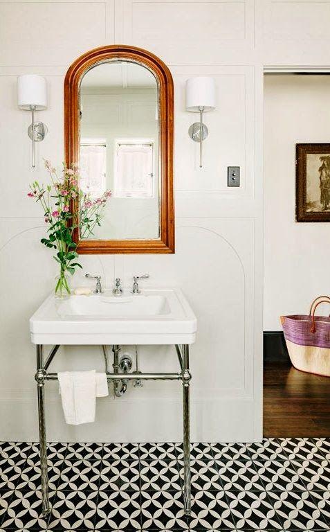 biało-czarne płytki cementowe w stylizowanej łazience