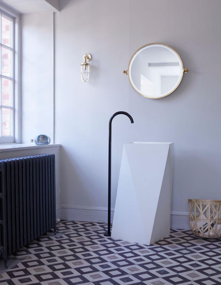 płytki cementowe w geometryczne wzory w nowoczesnej łazience