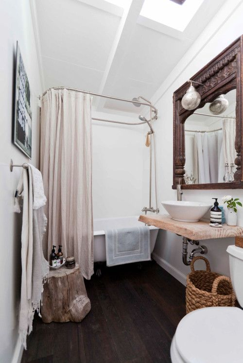 Lustro łazienkowe w stylu orientalnym w stylizowanej łazience