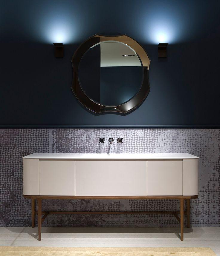 lustro łazienkowe z najnowszej kolekcji Antonio Lupi na grafitowej ścianie