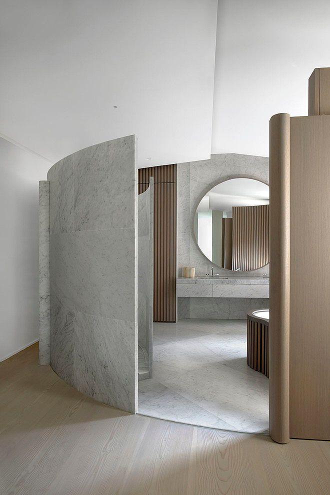 okrągłe lustro łazienkowe może mieć funkcję powiększającą bądź rozświetlającą pomieszczenie