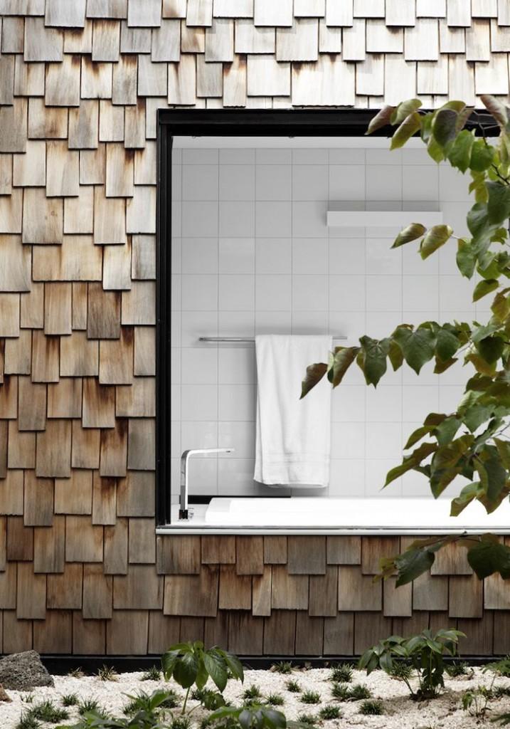 łazienka z oknem zamiast ściany