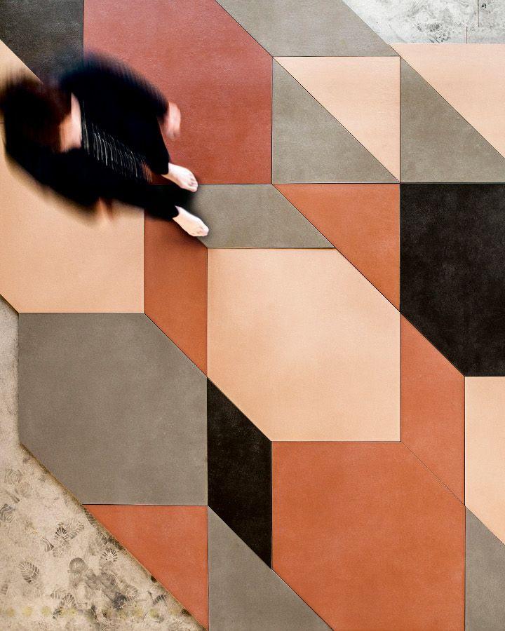 rudo czarno kremowe płytki geometryczne