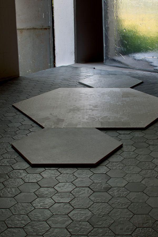 płytki podłogowe w kształcie nakładających się plastrów miodu