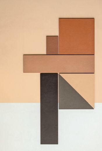 płytki zestawione w geomertyczny wzór