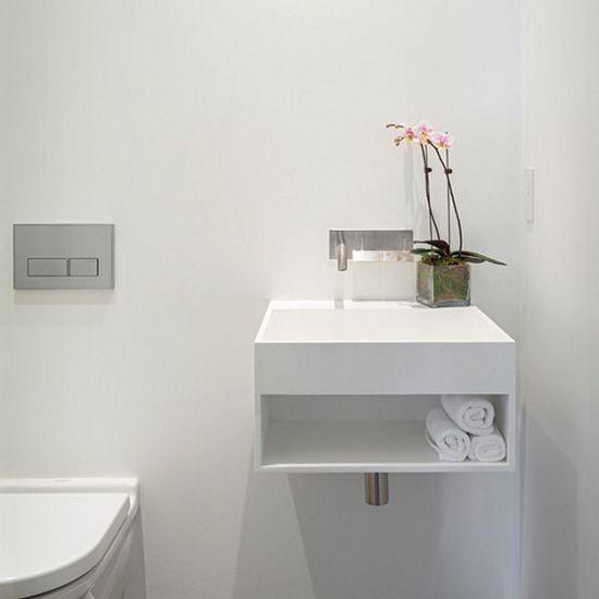 stylizowana umywalka ze zintegrowaną półką
