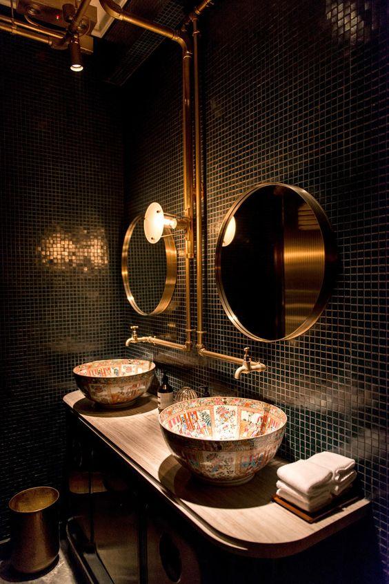 łazienka w stylu industrialnym z chińska misą zamiast umywalek