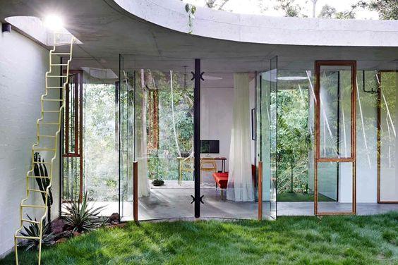 dziedziniec przepuszcza bardzo dużą ilość światła i pozwala na naturalną wentylację