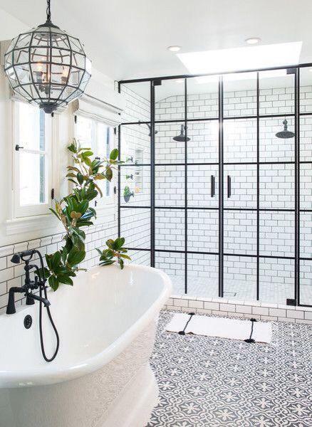 kabina prysznicowa z dwoma stanowiskami i kabina z podwójnymi drzwiami na zawiasach w czarnej ramie
