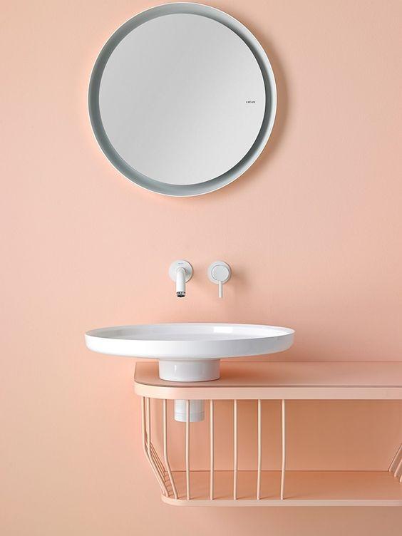 nowoczesne formy, lustro jest jakby odbiciem umywalki