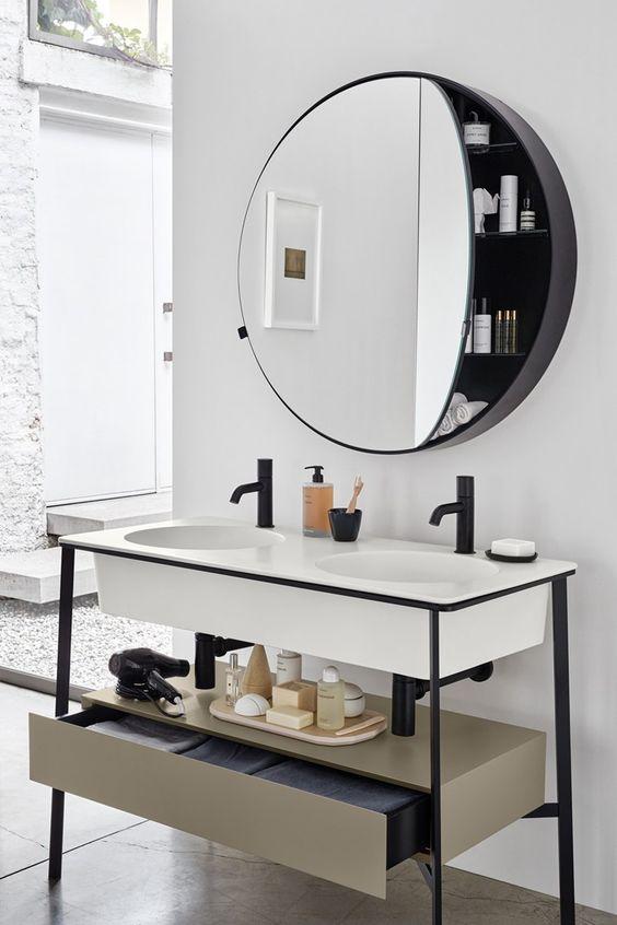 okrągła szafka z lustrem, to bardzo funkcjonalne rozwiązanie, zawsze przyda się dodatkowe miejsce na kosmetyki