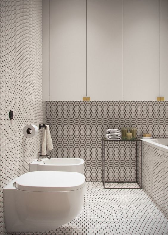 biała łazienka z mozaikową fakturą